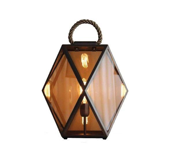 """Muse è una lanterna progettata da Tristan Auer per Contardi, con finitura in bronzo spazzolato, maniglia in seta intrecciata, diffusore in acrilico. Muse ha un design originale e un look vintage, arricchito da materiali diversi che si fondono in perfetta armonia. È la lampada ideale per illuminare e arredare delicatamente i vostri ambienti. Sorgente LuminosaMuse Large - 1 x 60W E27 classic deco - lampada ad incandescenza """"vintage""""; Idoneo all'uso di lampadine LED o fluorescenti…"""