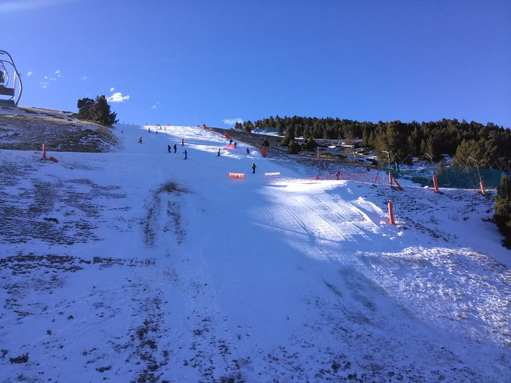 Estació de esquí a mig gas, però amb pistes de tot tipus. @unidadesqui. #neu #esqui #snow #lamolina