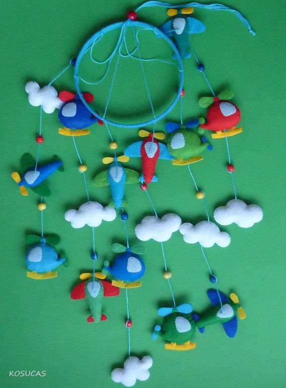 Felt Mobile with planes and Helicopters. por Kosucas en Etsy