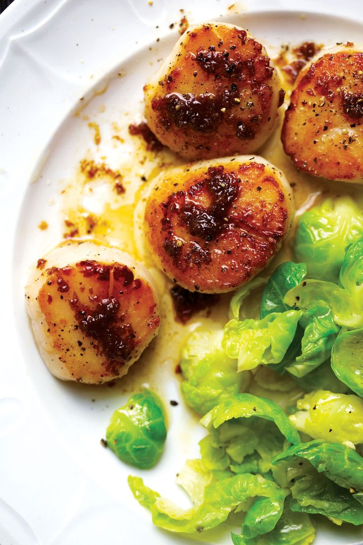 Seared Scallops with Steamed Brussels Sprouts | The umami-rich combination of ginger and soy sauce adds a delicious and unique flavor to this dish. Serve with Minute white or brown rice for a complete meal.