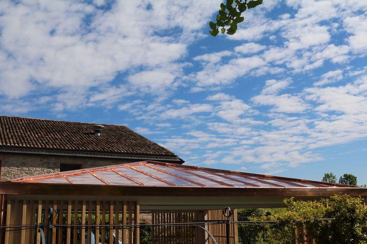 Struttura in legno lamellare di abete con capriata incrociata e brise soleil in legno di larice naturale - Tetto del gazebo in rame