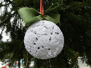 Poinsettia Lace Christmas Ornament ~ free pattern