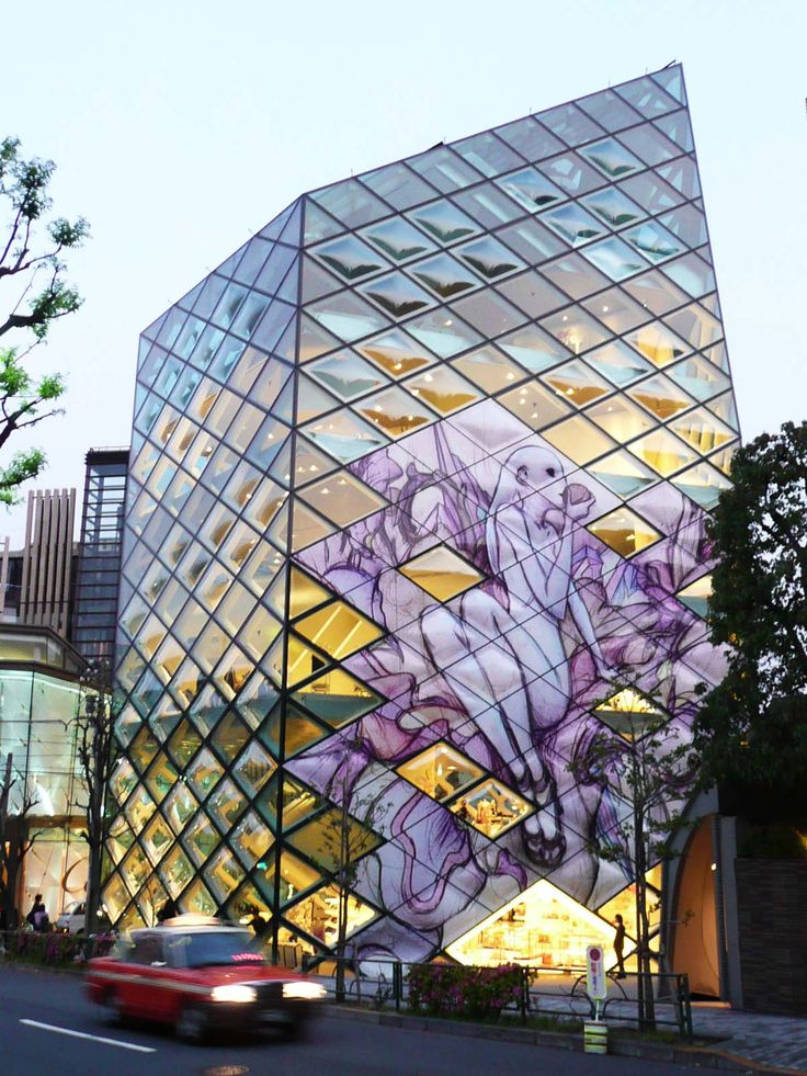 PRADA OMOTENSADO) in Minato, Tōkyō (opened in 2003, designed by Swiss firm Herzog & de Meuron, who also did Tate Modern in London)