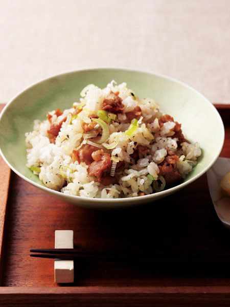 かりっと焼いた肉が決め手! 混ぜるだけで、極上の味|『ELLE a table』はおしゃれで簡単なレシピが満載!