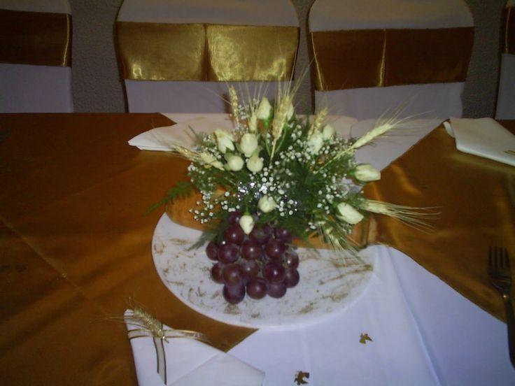 18 best decoraci n de mesas images on pinterest flower - Centros de mesa para comunion de nina ...