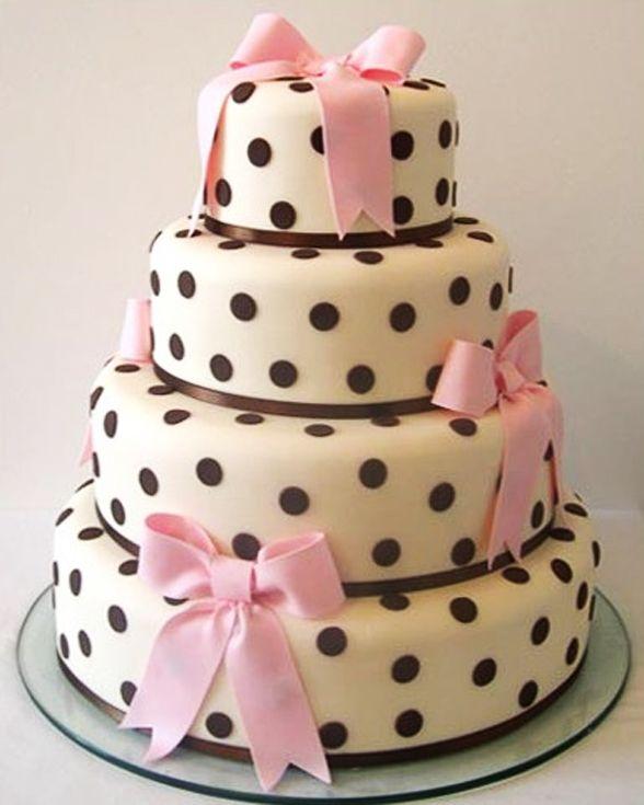 Torta de Boda con Lunares de Chocolate y Cintas Rosas