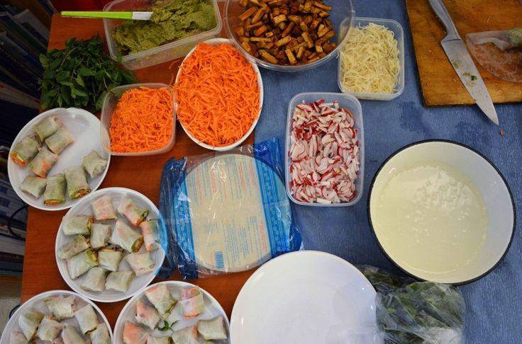 """Jak naśladować smak ryby? Po co to robić? Dlaczego ryby to nie grzyby? Odpowiadamy i pokazujemy w relacji z pokazu gotowania pt. """"Morskie smaki w kuchni wegańskiej. Ryba cała, zdrowa i żywa"""". Gotował dla nas i dla was Paweł Ochman, autor kulinarnego bloga Weganon."""