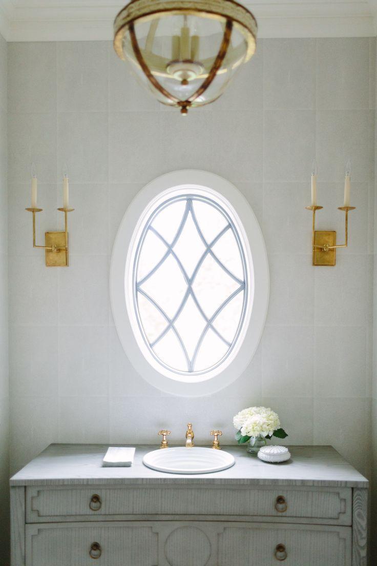 """Junto com trazendo à luz natural, uma janela é uma chance de adicionar detalhes decorativos bem-vindo.  """"Seja criativo com a forma da janela ou trazer em alguns tecidos do divertimento com tratamentos de janela para dar mais característica."""""""
