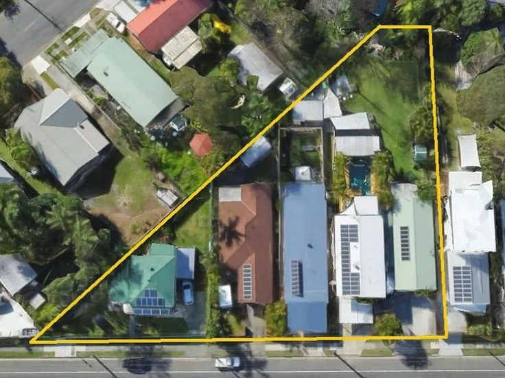 Our Vendors have accumulated 2705 sqm across 5 properties on Currumbin Creek Road at Currumbin Waters.