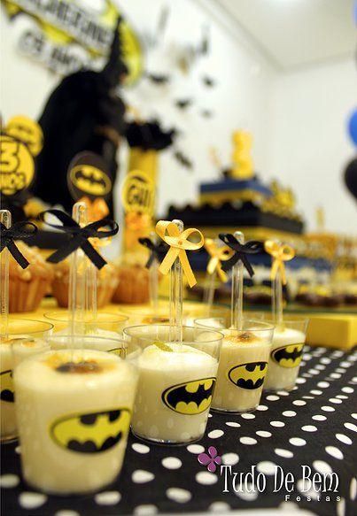 Olha a festa do Batman para o Guilherme! Tem mais em Festa de Menino lá no site www.tudodebem.com.br #festabatman #festasuperherois #festademenino #mesadedoces
