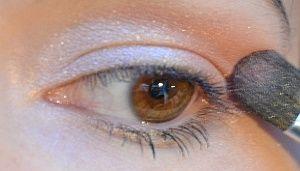 detail oční stíny