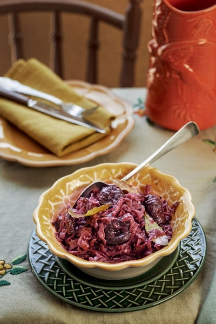 6x recept Rodekool and the gang - Gestoofde rodekool met pruimen en specerijen | ELLE Eten