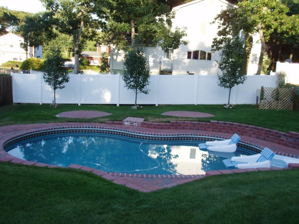 18 best swimming pool images on pinterest real estate gardens small pool set in do it yourself landscaping they had a pool company put in solutioingenieria Gallery
