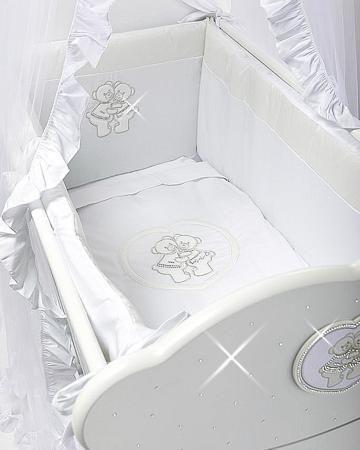 Feretti Baby Beddings Culla Gemelli белая  — 4248р. ------------ Набор Baby Beddings Culla Gemelli белый Feretti состоит из одеяла и бортика. Комплект идеально подходит к люльке для близнецов от Feretti.