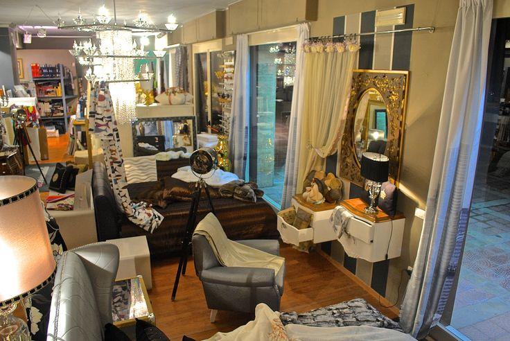 Il nostro Show-room. Siamo specializzati nella vendita di Tendaggi e tessuti d'arredamento - Carta da parati - Divani - Tappeti - Arazzi - Progettazione e complementi d'arredo. Bisceglie, Via San Martino 23 - 25.