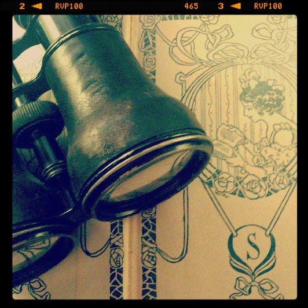 #portalpecaapeca #binoculars #old #antique #vintage #retro Follow us:  http://www.pecaapeca.com http://www.facebook.com/portalpecaapeca