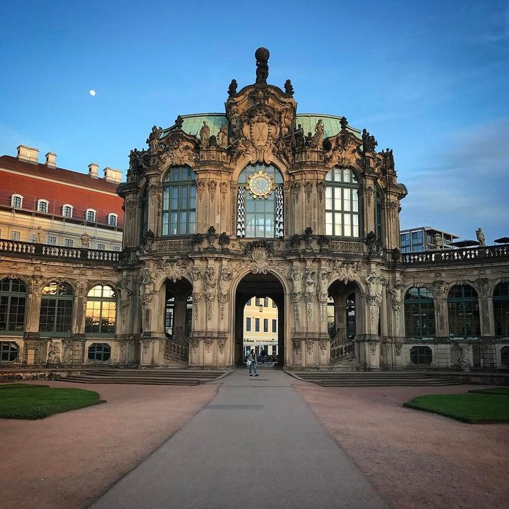 Dresdner Zwinger beautiful place  #zwinger #dresden #germany #architecturephotography #architecturelovers #architecture