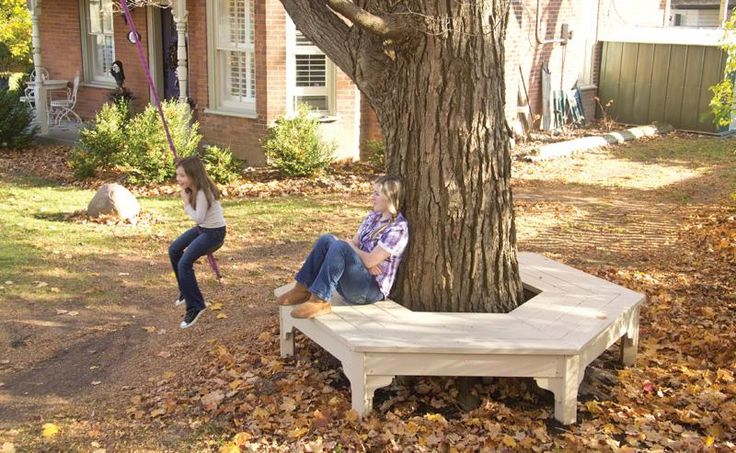 Tree Bench. I really want to build this under my tree.