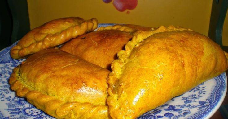 Fabulosa receta para Empanadillas jamaicanas de calabaza (sunshine patties). http://lacocineranovata.blogspot.com.es/2015/02/empanadillas-jamaicanas-de-calabaza.html  Me encantan las empanadillas. Siempre que veo en tiendas de comidas esas empanadillas argentinas, salteñas bolivianas o argentinas... tan gorditas y grandes ellas... y luego veo el precio!!! con lo fáciles que son de hacer... aunque laboriosas. Pero te haces una buena tanda y congelas y tienes para todo un mes y menos de la…