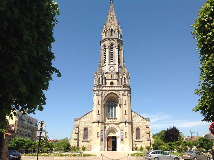 Eglise du plateaustantoine eglise de style n o gothique for Architecture neo gothique
