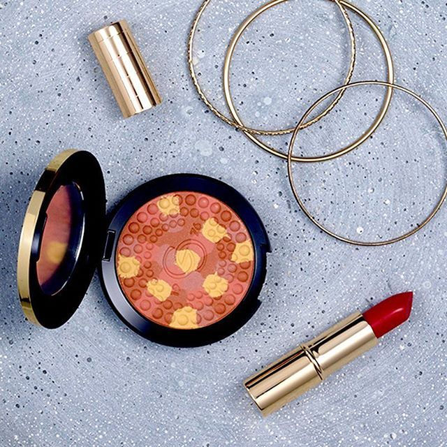 Coming soon: Giordani Gold Pressed Bronzing Pearls and 5 shades of Iconic Lipstick! What's on top of your shopping list? #oriflame #GiordaniGold #💄 #new