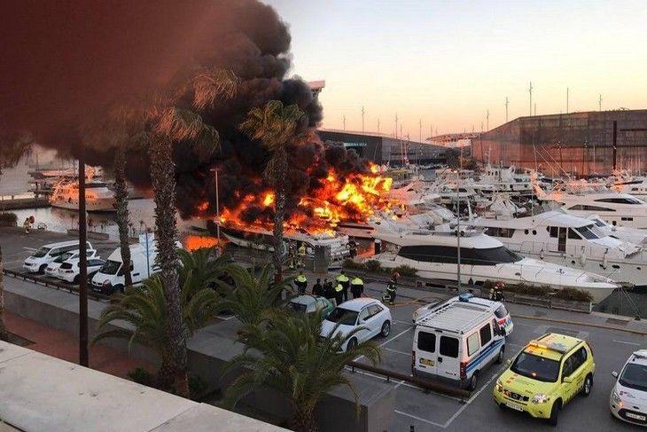 Un incendie spectaculaire détruit de nombreux yachts à Barcelone