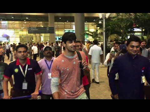 WATCH Sidharth Malhotra returns back from IIFA Awards 2016. See the full video at : https://youtu.be/VJAahD2tphM #sidharthmalhotra #iifaawards #iifa