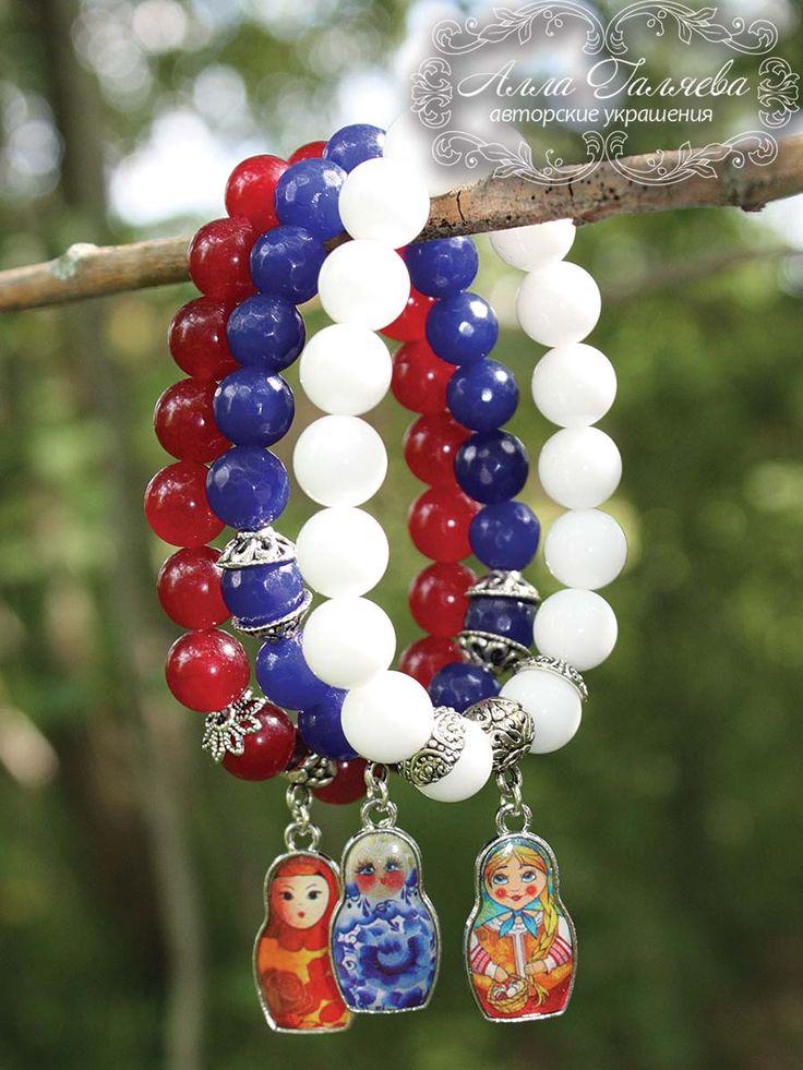 Набор браслетов из натуральных камней с матрешками, браслеты из камней, браслеты с подвесками, браслеты на резинке, агат, матрешка. www.milrada.ru
