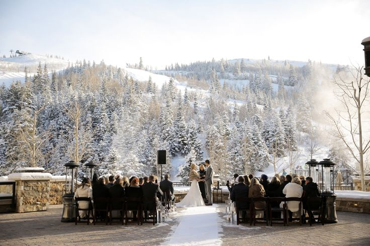 Breathtaking snowy winter ceremony (Pepper Nix Photography)