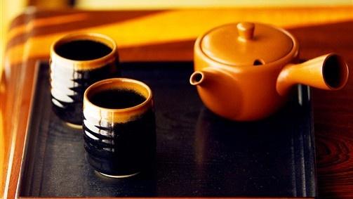 Stylish presentation of green tea