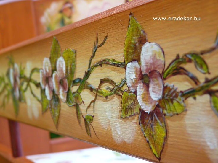Virágminta - Medike névreszóló tömörfenyő festett hosszabbítható gyerekágy ágyneműtartóval, leesésgátlóval. Fotó azonosító: AGYMED10
