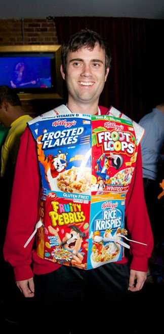 26 Hilariously Clever Halloween Costumes CEREAL KILLLLER