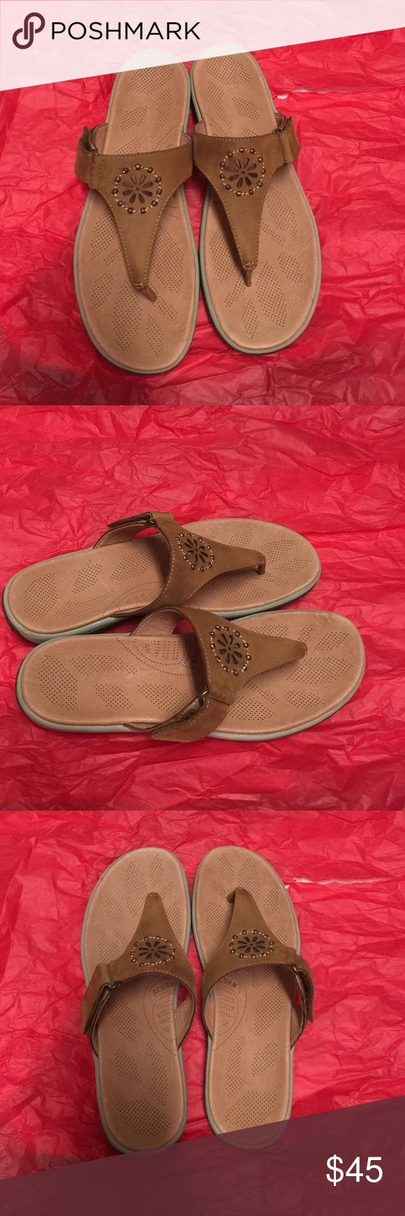 Brand new ACORN shoes Women slip on sandals/ all leather upper size 7 w / adjustable Acorn Shoes Sandals