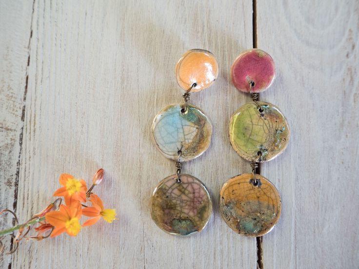 Orecchini a perno in ceramica raku lunghi, gioielli raku, perno in argento 925, rosa, verde, giallo, oro di LaGrenouilleCeramica su Etsy
