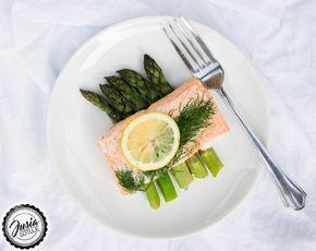 JUSIA GOTUJE Łosoś pieczony na szparagach,  Pieczony łosoś ze szparagami, pieczone szparagi, łosoś ze szparagami, asparagus salmon