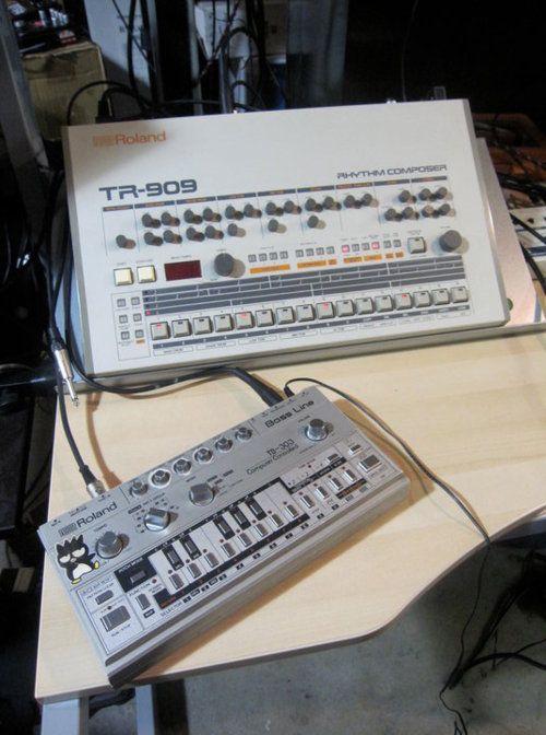 "Roland TR-909 + Roland TB-303  ""That's it! ☺"""