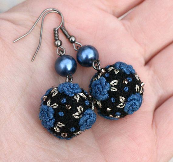 Bullion stitch rose felt earrings Midnight by NettesRoseGarden