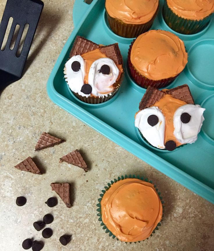 Fox cupcakes for a woodland animal birthday party! DIY, color white icing orange, use chocolate chips for nose and eyes, and cut triangles out of chocolate creme wafer stick cookies. Cutest foxes ever : )