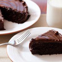 Denne saftige sjokoladekaken er uten sukker, gluten og melk.