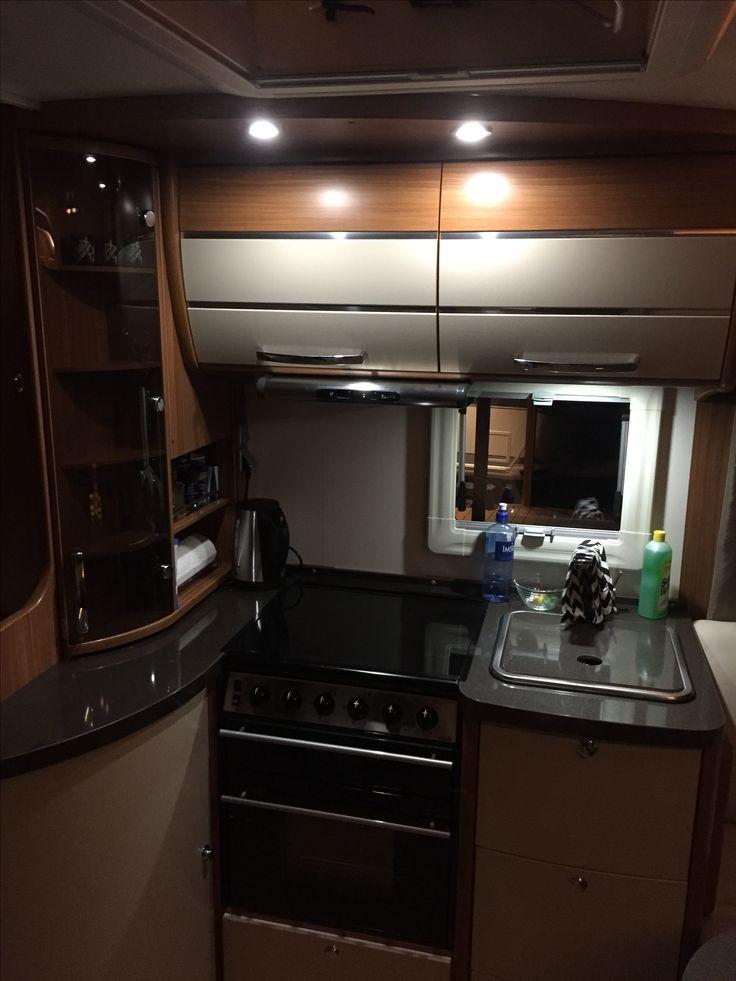 Kjøkkenet i campingvogna, Adria Alphina 743 UK Supreme 2011