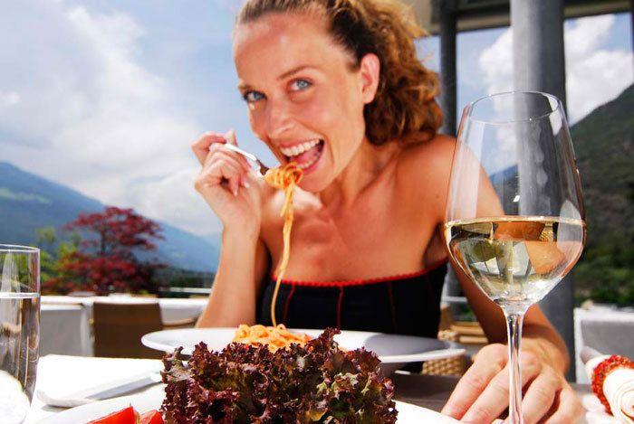 Genießen Sie Ihr Dinner oder Lunch im 4-Sterne Superior Hotel Lindenhof