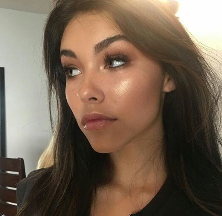"""hiya I'm Madison. I'm 17 and well single. I'm very outgoing and love to party! I like to drink sometimes and I'm a huge flirt, I have an older brother Grayson and well I don't really want to be here."" [madison beer]"