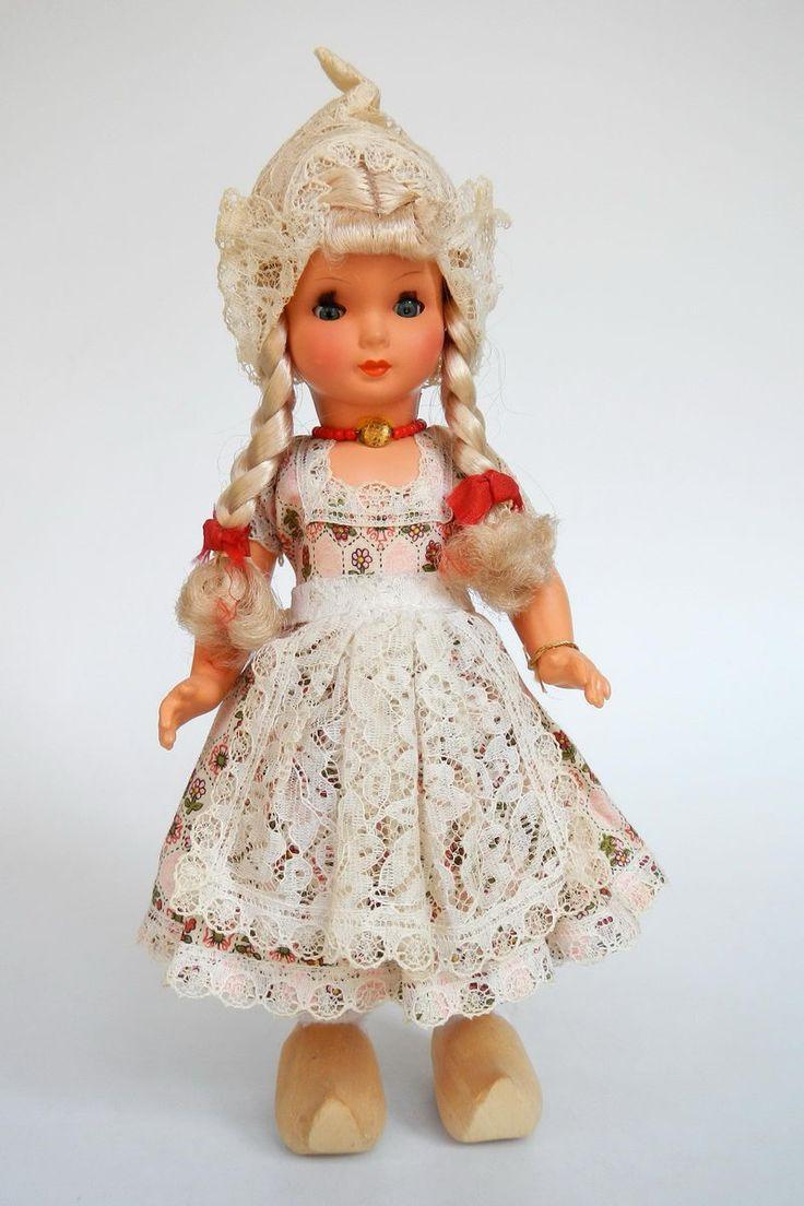 Netherlands Dovina Doll Volendam Lace Label 26 cm