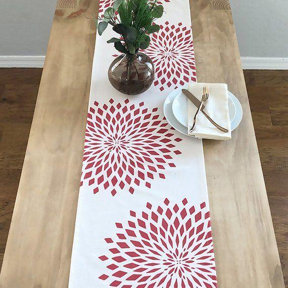Graphic Zinnia Modern Christmas Holiday Table Runner Allover Ivory Red Caminos De Mesa Elegantes Estampacion En Tela Manualidades