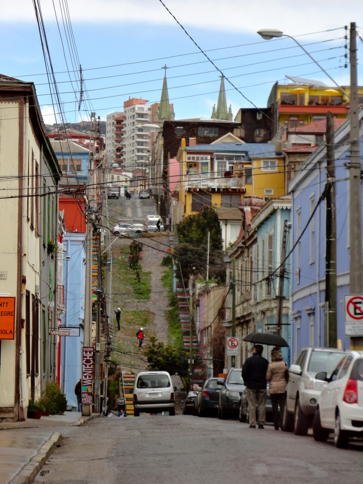 A street in Valparaíso - the San Francisco of Chile ....