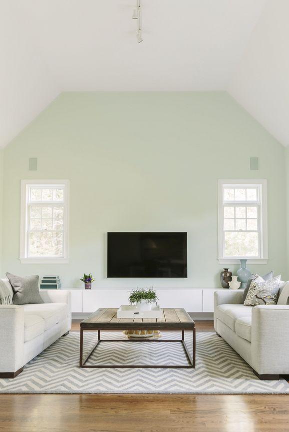 PEINTURE SICO | Un majestueux plafond cathédrale, un agencement minimaliste et une palette de couleurs légères… Vous avez dit prendre de la hauteur ? La décoration intérieure à son meilleur !
