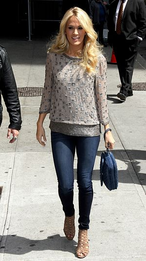 Loving Carrie Underwood's casual chic ensemble! :)