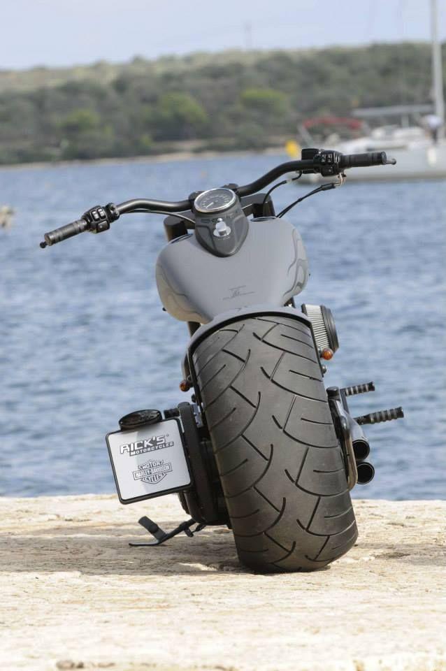 Gros pneu / quéquette rikiki ;) ...