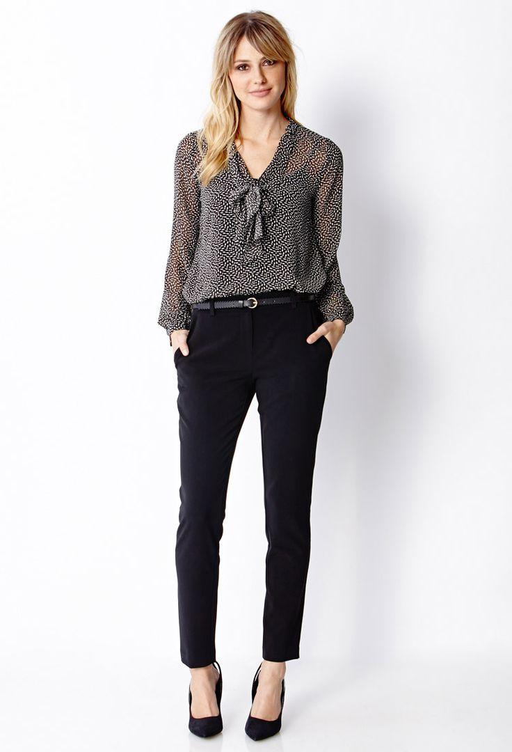 2. Calça preta social -  Calça preta + blusa social