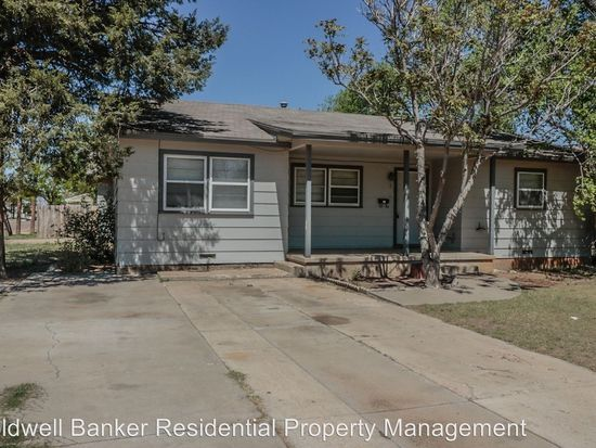 $925, huge*   Appt for Tuesday noon* Coldwell Banker  528 55th St, Lubbock, TX 79404 - Zillow